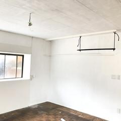 ホワイト/天井/ペイント/セルフリノベーション/DIY 天井も白く塗りました。 https://…