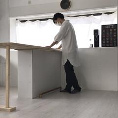 カウンターキッチン/カウンターテーブル/セルフリノベーション/中古物件/フォロー大歓迎/DIY/... カウンターテーブルを仮置き。 足が微妙だ…
