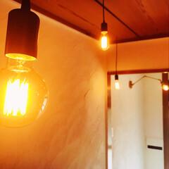 玄関/漆喰/中古物件/セルフリノベーション/リノベーション/DIY/... 照明つけて、ついに玄関完成しました。 今…