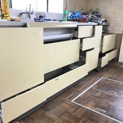 塗装/ペイント/セルフリノベーション/リノベーション/モノトーン/ホワイト/... キッチン棚の手すりを外して塗装していきま…
