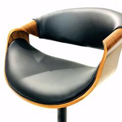 セルフリノベーション/リノベーション/キッチンカウンター/カウンターテーブル/イス/カウンターチェア/... ストレートの椅子より座るスペースが広く感…