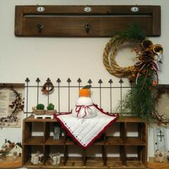 お飾り/鏡餅/かぎ編み/編み物/お正月/DIY/... かぎ編みで編んだ鏡餅と、リース台から作っ…