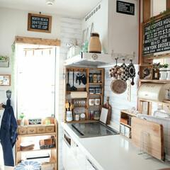 kitchen/DIY/キッチン/キッチン雑貨/100均/インテリア 雑多なものは極力、隠す出納。 可愛いもの…