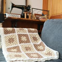 グラニースクエア/ブランケット/かぎ編み/編み物/ハンドメイド/インテリア/... 私の手作り。 お買い得な毛糸で編んだブラ…