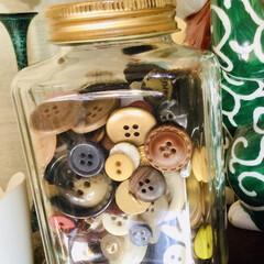 ボタン 古着処分するたびに集めたボタン 何か使い…(2枚目)