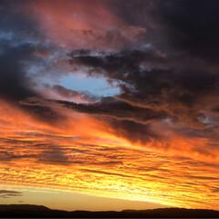 景色/空/夕焼け ある日の夕焼け🌇  燃えるようなオレンジ…