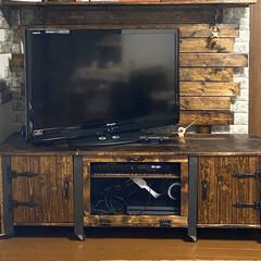 DIY TV台/DIY家具/アンティーク風ボード/ヴィンテージ風/ヴィンテージ/アンティーク風/... サイズとディアウォールで取付けた壁板に合…