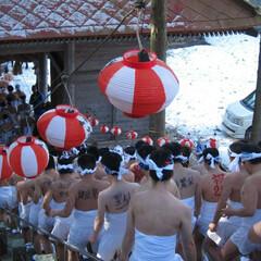 祭り/火防 冬の思い出  疾走する祈願者に沿道から水…