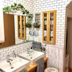 ラブリコ棚/サブウェイタイル風/壁紙屋本舗/セルフリノベーション/洗面所/リフォーム サブウェイタイル風の壁紙を貼り模様替え✨