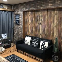 ステンシル/タペストリー自作/ソファー下収納DIY/男前/レンガ柄壁紙/壁紙屋本舗/... レンガ柄の壁紙を貼ってみました。