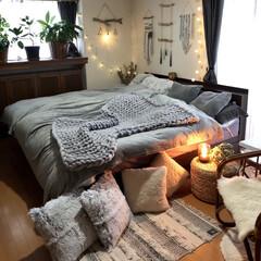 寝室/冬仕様/模様替え/チャンキーニットブランケット/アロマランプ/モノトーン/... 寝室を冬仕様に模様替えしました♬