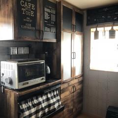 カフェ風/キッチン大改造/男前/黒板シート/リメイクシート/ダイソー/... 真っ白だった収納の棚の扉と食器棚もダイソ…