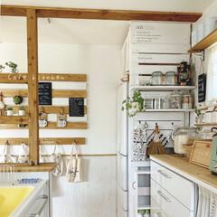 カフェ風/カフェ風キッチン/壁面インテリア/ラブリコDIY/ラブリコ/なんちゃって梁/... キッチン横と冷蔵庫横♡ 冷蔵庫横はラブリ…