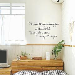 インテリア/ナチュラルインテリア/窓枠DIY/窓枠/ウォールデコシール/ウォールデコ/... 寝室の壁 ♡  ウォールデコを貼ってます…