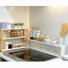ナチュラルキッチン/カフェ風キッチン/コンロ周り/調味料棚DIY/調味料ラック/ダイソー/... アイデア投稿した調味料ラックを ずっと…