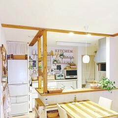 ナチュラルカントリー/ナチュラルインテリア/カフェ風DIY/カフェ風インテリア/カフェ風キッチン/DIY女子/... なんちゃって梁に 角材を取り付けました…