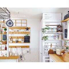 冷蔵庫横/ラブリコ/簡単DIY/壁面インテリア/壁面ディスプレイ/DIY女子/... キッチン周りです☆ ラブリコを使って冷蔵…