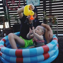 マンション/ベランダ/プール/おうちプール/ベランダプール/赤ちゃんのいる生活/... ベランダにプール出して水遊び! 娘用にと…(2枚目)