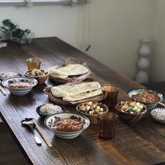 お昼ごはん/リビングインテリア/女子会/おうちカフェ/バターチキンカレー/ランチ 久々に友達との再会! バターチキンカレー…(1枚目)