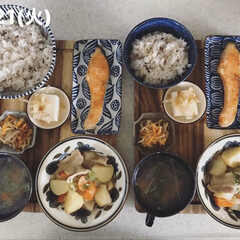 息子飯/男子ごはん/お昼ごはん/おうちごはん/キッチン 今日の昼ごはん! ・雑穀ごはん ・塩鮭 …