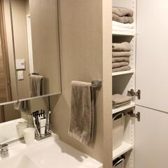 洗濯物/タオル収納/グレージュ/やわらかモノトーン/モノトーン/洗面所/... 我が家の洗面所。タオルは真っ白だと汚れが…