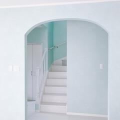 リビング/リビング入口/アーチ/水色のクロス/壁紙/クロス/... 我が家のチャームポイント! リビング入口…