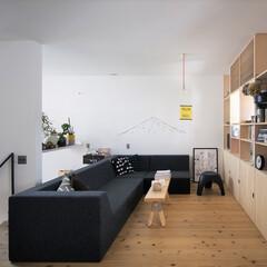 自然素材/無垢材/無垢杉の床/漆喰の壁/白い壁/W断熱の家/... . ~2階のフリースペースに  好みの本…