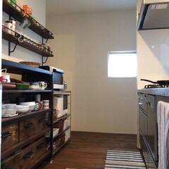 自然素材/無垢材/無垢材の床/四角の家/ハコの家/白い壁/... . ~無垢材とアイアンの組合せで  床と…