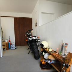 自然素材/無垢材/無垢杉の床/漆喰の壁/白い壁/W断熱の家/... . ~ゆとりの広さの土間は  バイクをカ…