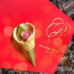 メサージュ・ド・ローズ レトル・グラン(その他スイーツ、洋菓子)を使ったクチコミ「花束〜✨かわいい💕なんてキュートなお菓子…」