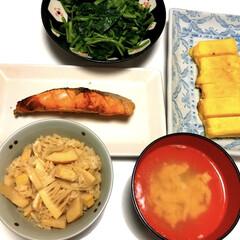 タケノコご飯/鮭の塩焼き/三つ葉のおひたし☘️/ふわふわ卵焼き/お吸い物/たち吉/... おはようございます٩(*´꒳`*)۶ 和…