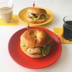 外食気分/UCC/リプトン/アイスコーヒー/ミルクティー/照り焼きベーグル🥯/... 今日は晴れていて洗濯日和☀️ 外食気分で…
