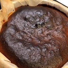 クリームチーズ/バスク風チーズケーキ/おすすめアイテム/令和の一枚/フォロー大歓迎/LIMIAファンクラブ/... バスク風チーズケーキ こんがりと焼いて中…