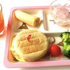 プチトマト/ブロッコリー/野菜ジュース/いちごヨーグルト/バナナ/簡単/... また、朝寝坊💦 何とか用意して仕事に行っ…