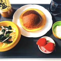 アイスコーヒー/サラダ🥗/ヨーグルト/いちご🍓/ホイップクリームが入ったブールパン/セブンイレブン/... おはようございます(*^_^*) こちら…