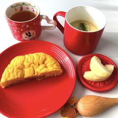 ハウスシチュー/あかぎ🍎/りんご🍎/ほうじ茶/伊藤園/さつまいも入りシチュー🥔🍠/... 真っ赤だな〜🎶  ダイソーの蓋つきスープ…