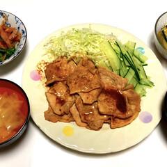 簡単に/大根とキャベツのお味噌汁/桃太郎🍅/やみつききゅうり🥒/ピーマンのおかかポン酢/しょうが焼き/... こんばんは(*^▽^*)ノ 今日は、ちゃ…