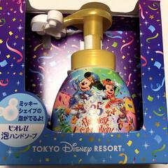 かわいい💕/ミッキーマウス/ディズニーランドのお土産/ハンドソープボトル/フォロー大歓迎/おでかけ/... ディズニーランドのお土産😊 ミッキーの形…