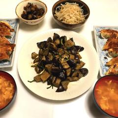 たまご中華スープ/なすのわさび漬け/もやしのナムル/餃子🥟/なすとニラとエリンギ炒め/ダイソー/... こんばんは😄 今日は、室外は涼しく室内は…