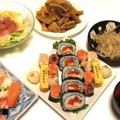 じじみわかめスープ/もやしナムル/生ハムサラダ🥗/洋風たけのこステーキ/お寿司/令和の一枚/... 今日は、母の日💐 お寿司🍣 洋風たけのこ…
