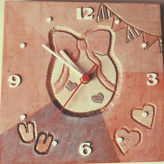 木目/彫刻刀/プレゼント🎁/子供より/掛け時計🕒/図工/... 子供🏫図工作品 大きな掛け時計🕒 私にプ…