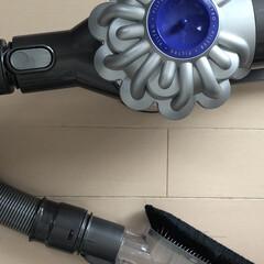 Dyson V6 Fluffy Cordless Vacuum Cleaner for Hard Floors by Dyson | ダイソン(ハンディークリーナー)を使ったクチコミ「汚画像でごめんなさい🙏 今日は天気が良く…」(1枚目)