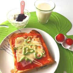 アラジン/ピザトースト/ミニトマト🍅/ブルーベリーヨーグルト/飲むヨーグルト/おうちごはん/... おはようございます٩(*´꒳`*)۶  …
