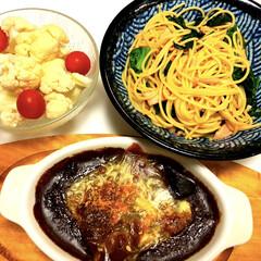 オーブン料理/簡単/美濃焼/カリフラワーとミニトマト🍅/焼きカレー/ほうれん草と厚切りベーコン和風スパ/... こんばんは😆  今日は急遽残業になり急い…(1枚目)