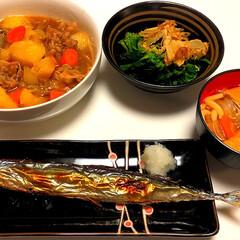 肉じゃが/煮込みうどん/ほうれん草/秋刀魚/和食/フォロー大歓迎/... 今年は、秋刀魚が安い🎶 秋刀魚 肉じゃが…