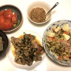 納豆/トマト🍅/木綿豆腐/とりしそ焼き/ゴーヤチャンプル/令和の一枚/... おはようございます☀ 昨日の夕ご飯 ゴー…