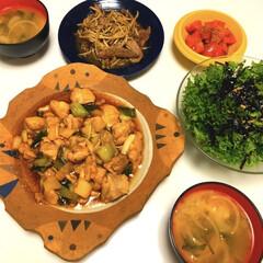 串なし焼き鳥/レバー炒め/わさび菜のサラダ/トマト🍅/味噌汁/おすすめアイテム/... こんばんは 今日は年度末、お別れの日でも…