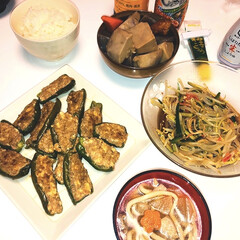 煮込みうどん/八つ頭とにんじんと蒟蒻の煮物/もやしときゅうりのカニカマの中華サラダ/ピーマンと豆腐の肉詰め/ヘルシー/ハンドメイド/... こんばんは😊 本日のmenu ピーマンと…