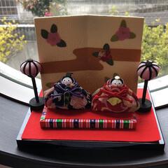 丸窓/雛人形/フォロー大歓迎/雑貨/住まい/雑貨だいすき ひなまつり🌟 丸窓にも雛人形🎎
