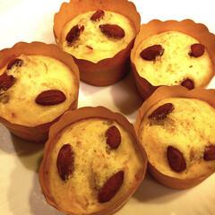 簡単/蒸し器/バナナ蒸しパン/アーモンド/蒸しパン/バナナ🍌/... バナナ🍌が一本あったとさ🎶 小腹が空く時…